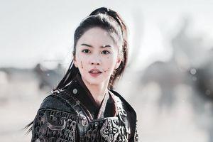 Kim So Hyun hóa nữ tướng: Quả là em gái của Gong Yoo