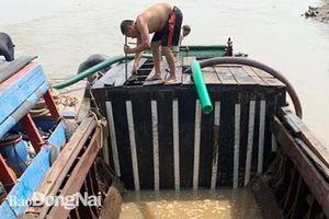 Liên tục phát hiện ghe khai thác cát lậu trên sông Đồng Nai