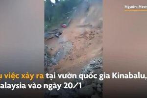 Bãi đỗ xe sụp đổ kinh hoàng sau trận lở đất ở Malaysia
