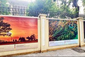 Trưng bày 21 bức ảnh về văn hóa Việt Nam trên tường ĐSQ Đức