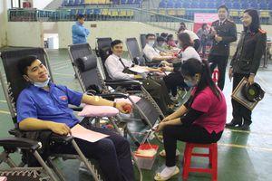 Hàng trăm đoàn viên thanh niên tham gia chương trình 'Chủ nhật đỏ'