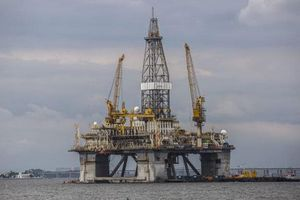 Ký thỏa thuận, hợp đồng cung cấp dầu thô và tiêu thụ sản phẩm dầu