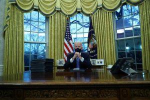 'Món quà' chia tay của ông Trump dành cho Tổng thống Biden: Đúng người, đúng thời điểm