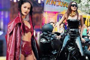 H'Hen Niê tết tóc cực chất, Thanh Hằng 'catwalk bằng mô tô' trong show thời trang Hip-Hop