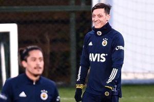Vì sao Ozil chọn số áo kỳ lạ ở Fenerbahce?