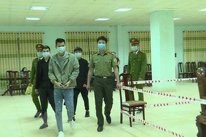 Bàn giao 3 người Trung Quốc cho Công an tỉnh Quảng Ninh