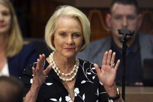 Đảng Cộng hòa Arizona khiển trách bà McCain sau thất bại của ông Trump