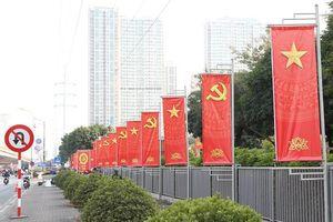Người dân Thủ đô phấn khởi chào đón Đại hội Đảng