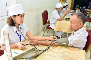 Chăm sóc người cao tuổi thông qua chính sách bảo hiểm y tế, bảo hiểm xã hội