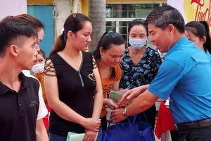 TP HCM: Hàng ngàn công nhân khó khăn vui 'Tết sum vầy'