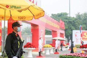 Cận cảnh công tác bảo đảm an ninh thắt chặt trong ngày đầu tiên diễn ra Đại hội XIII