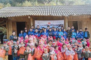 Sinh viên Sư phạm đem 'Mùa đông ấm' đến học sinh vùng cao