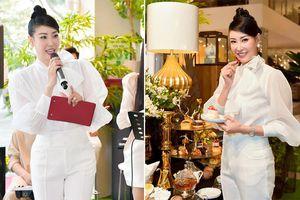 Hoa hậu Hà Kiều Anh lần đầu trổ tài làm MC, khoe giọng hát ngọt ngào