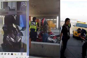 Đi vào đường cao tốc, nữ tài xế lái môtô lao qua rào chắn BOT thu phí