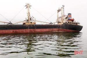 Hà Tĩnh: Tập trung khắc phục sự cố tràn dầu của tàu Minh Nam 07