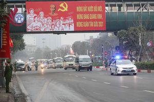 Hình ảnh đại biểu tới Trung tâm Hội nghị Quốc gia dự phiên họp trù bị