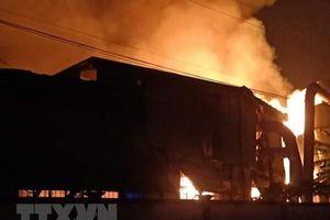 Bình Dương: Cháy lớn tại công ty sản xuất đồ gỗ của Hàn Quốc
