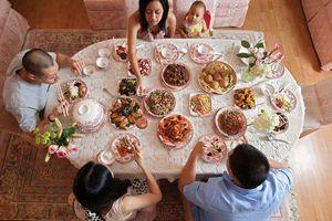 Đến ra mắt gia đình bạn trai, cô gái nhất quyết đòi chia tay sau khi thấy bàn ăn đãi khách