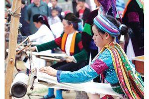 Mù Cang Chải phát triển làng nghề gắn với du lịch