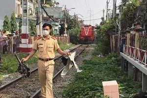 Nam thanh niên giao hàng bị tàu hỏa tông ở Phú Nhuận
