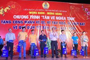 Trao hơn 800 'Tấm vé nghĩa tình' cho công nhân TP Hồ Chí Minh về quê đón Tết