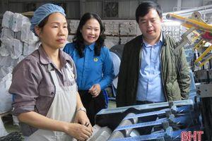 Công nhân Hà Tĩnh thi đua mừng ngày hội lớn