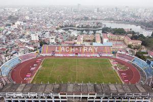 Sân vận động Lạch Tray kém chất lượng, có cả vườn rau cạnh cầu môn