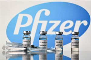 Italy, Ba Lan chỉ trích Pfizer chậm cung ứng vaccine COVID-19