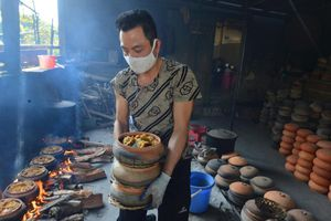 Cận cảnh những nồi cá kho giá bạc triệu ngon nức tiếng ở làng Vũ Đại