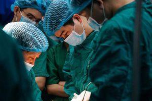 Loại bỏ khối u quái trên mặt cho cụ bà 74 tuổi