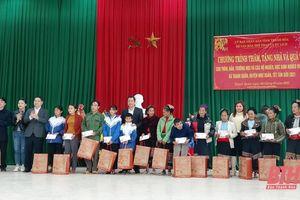 Sở Văn hóa, Thể thao và Du lịch tặng quà tết, thiết bị văn hóa và hỗ trợ làm nhà tại xã Thanh Quân