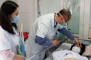 Cô gái 20 tuổi bị mờ 1 mắt ngay sau khi được bạn thân tiêm filler nâng mũi