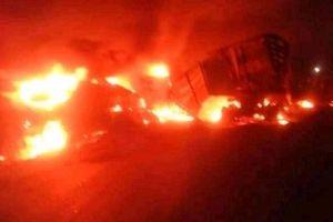 Hiện trường kinh hoàng xe bồn chở xăng đâm xe buýt làm 53 người chết ở Cameroon