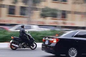Xử phạt nam thanh niên lái xe máy tốc độ cao lao theo đoàn xe phục vụ Đại hội Đảng XIII