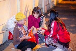 Tết sớm của người vô gia cư ở Hà Nội