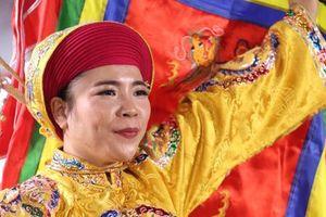 Thanh đồng Huyền Trang nhận bằng khen của Hội Di sản Văn hóa Việt Nam