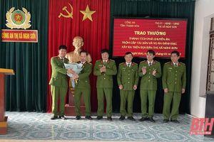 Trao thưởng cho Công an thị xã Nghi Sơn lập thành tích trong đấu tranh trấn áp tội phạm