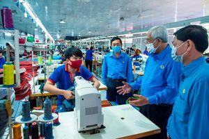 Liên đoàn Lao động tỉnh An Giang thăm, chúc Tết doanh nghiệp, đoàn viên, công nhân ở Phú Tân và Chợ Mới