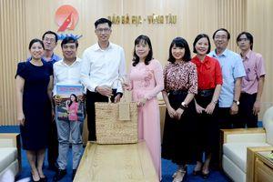 Công ty TNHH Hóa dầu Long Sơn thăm chúc Tết Báo BR-VT