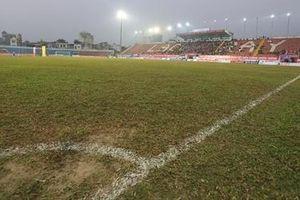 V.League 2021: Mặt sân trở thành tâm điểm chỉ trích