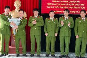 Trao thưởng cho Công an thị xã Nghi Sơn