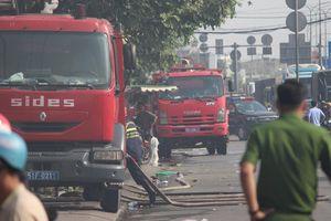 Vụ cháy kho vải ở Hóc Môn: Đám cháy vẫn chưa tắt hoàn toàn