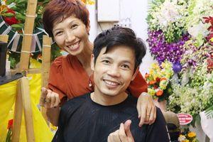 Cửa hàng hoa của cặp vợ chồng khuyết tật ở chợ Hồ Thị Kỷ