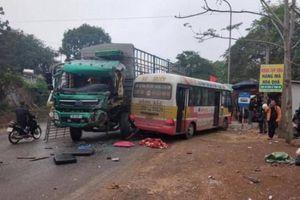 Tai nạn giao thông mới nhất hôm nay 28/1: Xe tải vượt ẩu đấu đầu xe buýt, 4 hành khách nhập viện