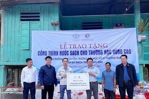 Trao tặng công trình nước sạch cho trường học vùng cao tại tỉnh Quảng Bình