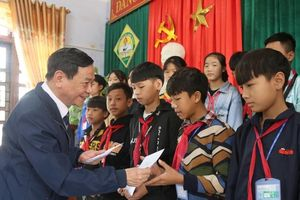 Giáo viên dạy Lịch sử cả nước trao gửi yêu thương đến vùng lũ Quảng Bình