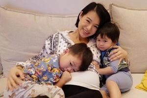 Bà bầu Hồ Hạnh Nhi rạng rỡ khoe ảnh hạnh phúc cùng các con