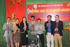 Hội Doanh nhân trẻ Nghệ An trao quà Tết cho người nghèo