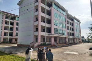Cô gái tử vong trong sân ký túc xá trường cao đẳng Sư phạm Đắk Lắk