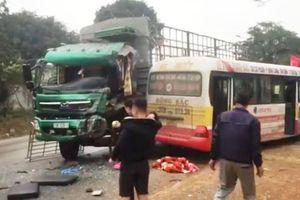 Nghệ An: Xe buýt va chạm xe tải trên quốc lộ, nhiều hành khách bị thương